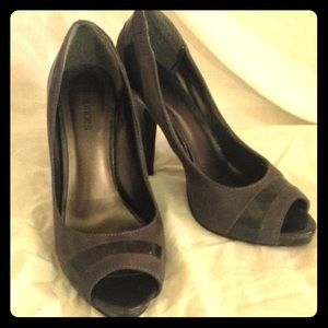 Maurice's gray faux suede heels